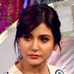 Anushka_Sharma_at_-OUR_GIRL_OUR_PRIDE-_fundraiser